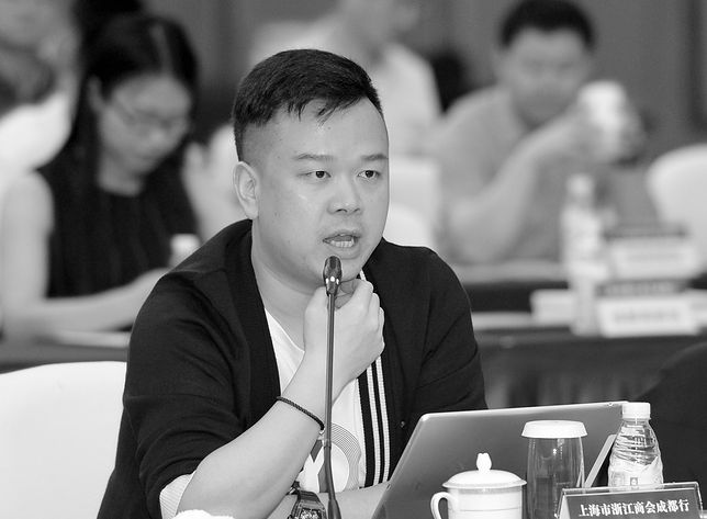 Lin Qi po otruciu trafił do szpitala. Zmarł 8 dni później