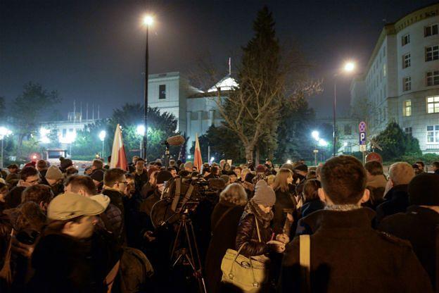 Demonstracja przed Sejmem: ręce precz od Trybunału!