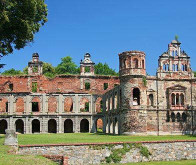 Ruiny zamku niszczeją od ponad 80 lat, a kiedyś pojawił się także pomysł, by je całkowicie wyburzyć