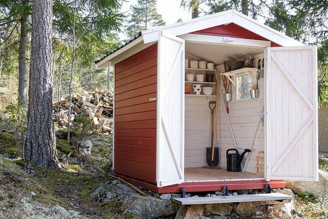 Nawet niewielki domek ogrodowy zmieści wiele przydatnych narzędzi i urządzeń