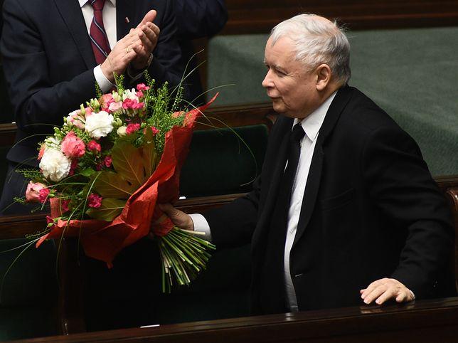 Jarosław Kaczyński dostał prezenty od Mateusza Morawieckiego