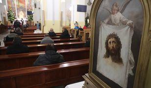 Złotoryja. Bezdomni urządzili w kościele libację