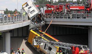 Warszawa. Wypadek autobusu. Media: Kierowca pod wpływem narkotyku