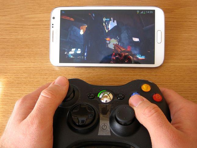 Bulletstorm na Xbox 360, w tym samym czasie na Smart TV leciało M jak miłość :P