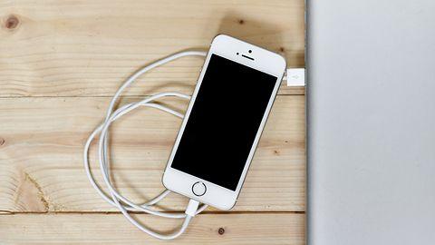Apple patentuje bezprzewodowe ładowanie smartfonu po Wi-Fi