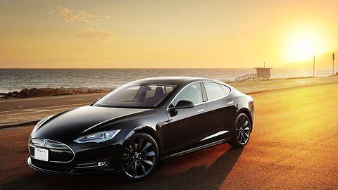 Tesla Model S na autopilocie, auta bez kierowców już za trzy lata