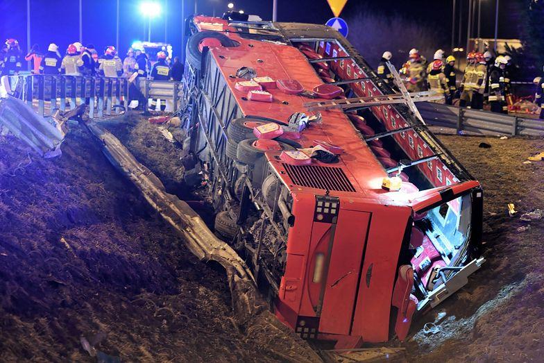 Makabra na A4. Autobus spadł z wiaduktu