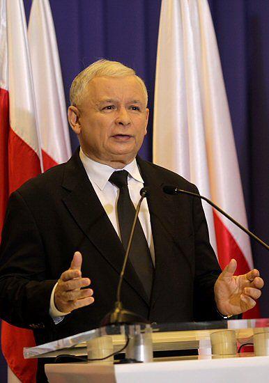 Nie bronił Lecha Kaczyńskiego, więc dostał zakaz?