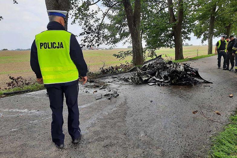 Makabra pod Mrągowem. Spłonęli żywcem w Porsche
