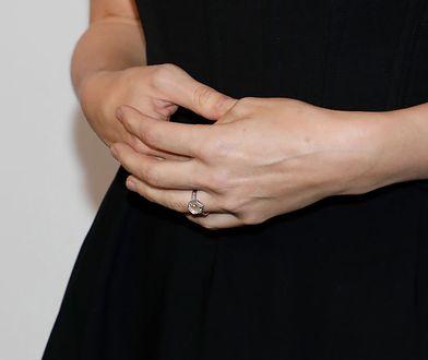 Internauci wyśmiali jej pierścionek zaręczynowy. Ich uwagę przykuł jeden szczegół