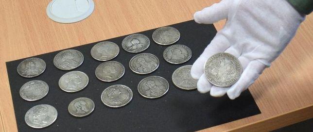Takie monety znaleziono w portfelu kierowcy