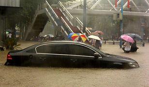 """Chiny. 12 ofiar powodzi. """"Takie ulewy zdarzają się w Zhengzhou raz na sto lat"""""""