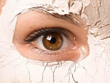 Jak zadbać o skórę z rozszerzonymi porami?