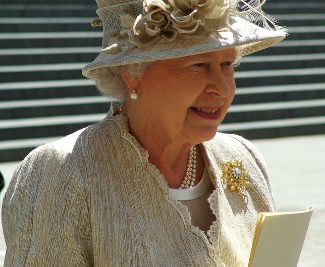 Czosnek, drinki i komórka. Dziwactwa królowej Elżbiety II