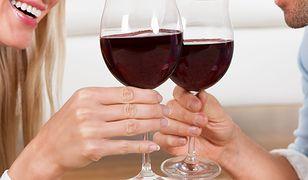 Wspólne picie przedłuża parom szczęśliwe życie? Wygląda na to, że tak
