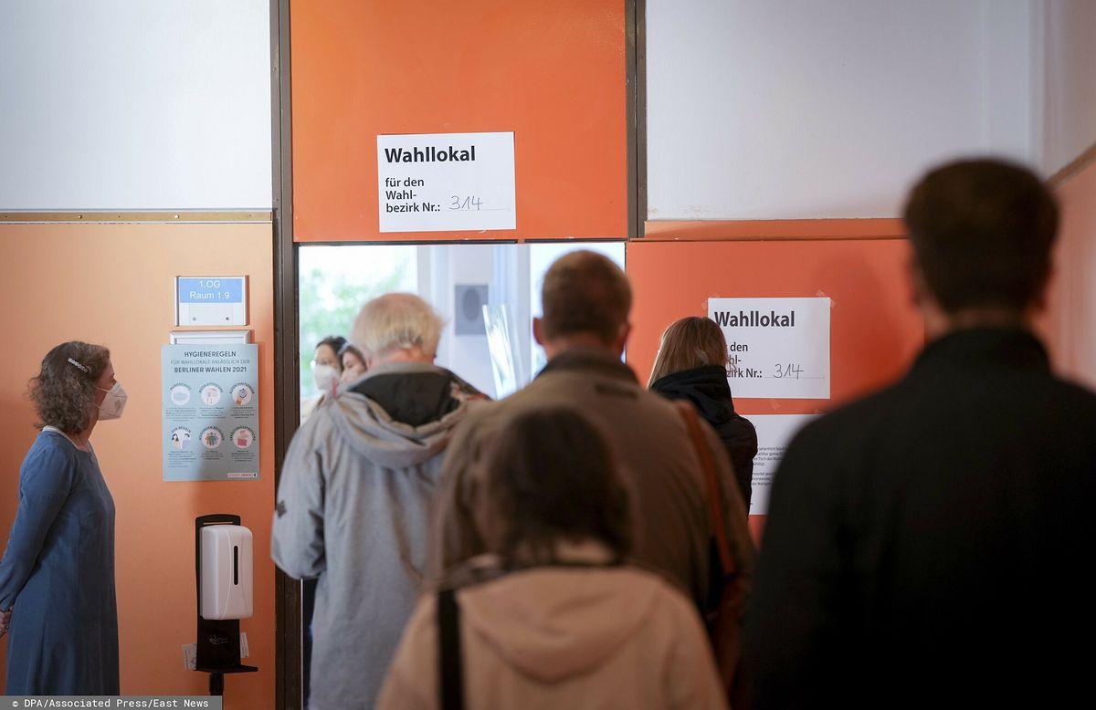Niemcy głosują. Ogromne kolejki do lokali wyborczych