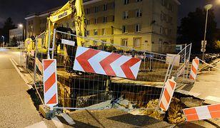 Warszawa. Awaria na Woli. Zapadł się fragment ulicy