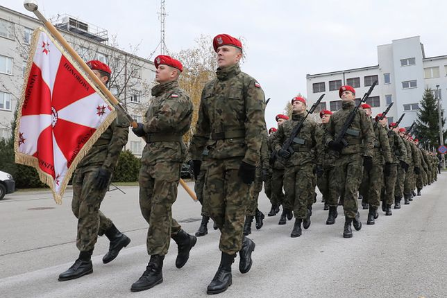Warszawa. Żołnierze ćwiczą przed obchodami Święta Niepodległości 11 listopada