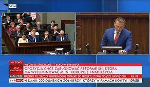 """TVP Info uderza """"paskami grozy"""" w opozycję"""