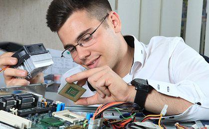 Na polskim rynku pracy brakuje specjalistów z branży IT. Przybywa za to cudzoziemców