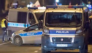 Warszawa. Radiowozy policyjne podczas kontroli drogowej [zdj. ilustracyjne]