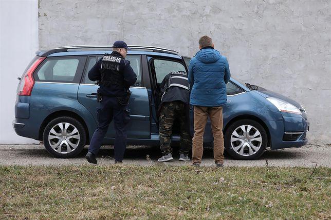 Porywacze porzucili samochód kilkaset metrów dalej