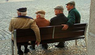 5 proc. emerytów i 11 proc. rencistów żyło w 2015 r. w skrajnym ubóstwie