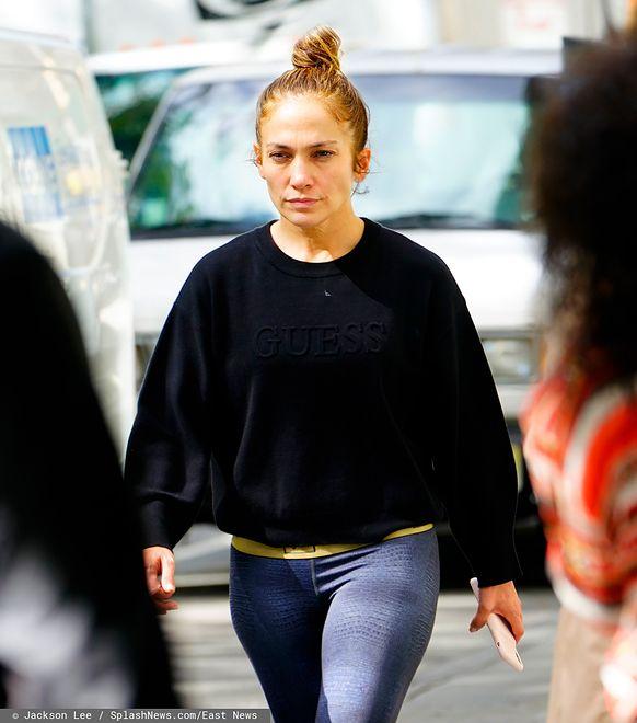 Jennifer Lopez bez makijażu w obiektywie paparazzi.