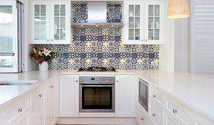 Kolorowe płytki w marokańskim stylu możemy mieć w swoim mieszkaniu bez kłopotliwego kucia glazury
