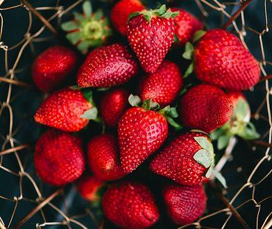 Sezon na truskawki trwa. Po czym poznać zdrowe okazy i jak właściwie je przechowywać?