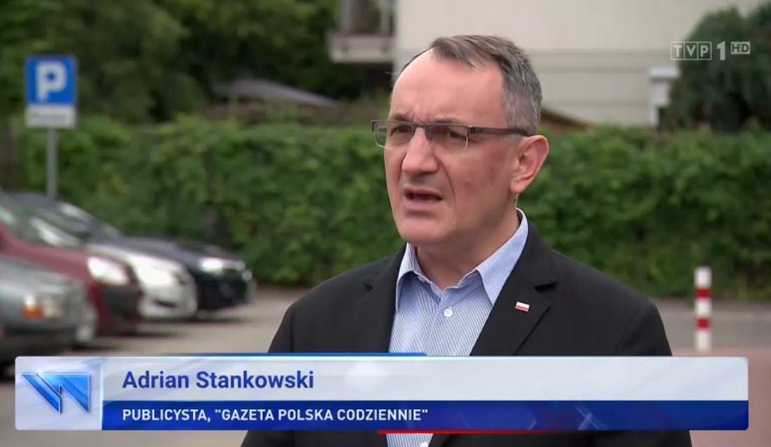 """Adrian Stankowski jest ulubionym ekspertem """"Wiadomości"""" TVP"""