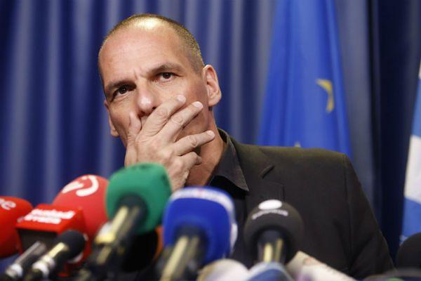"""Warufakis: Europa szantażuje Greków, by zagłosowali na """"tak"""""""