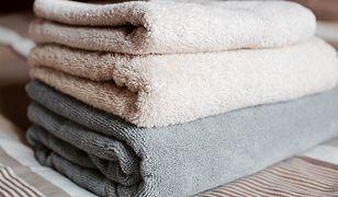 Ręczniki będą miękkie i pachnące. Triki, które nic nie kosztują