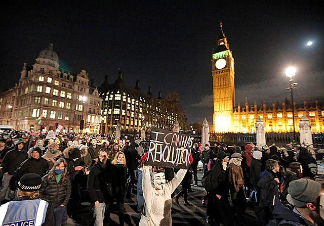 Starcia policji z antykapitalistami z ruchu Anonymous w Londynie