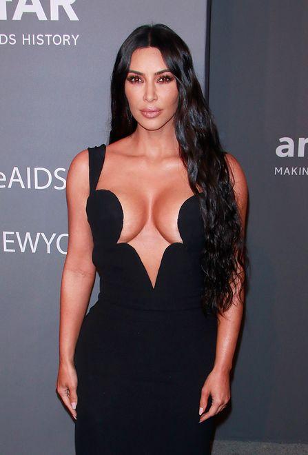 """Kim Kardashian w """"trudnej"""" sukience"""