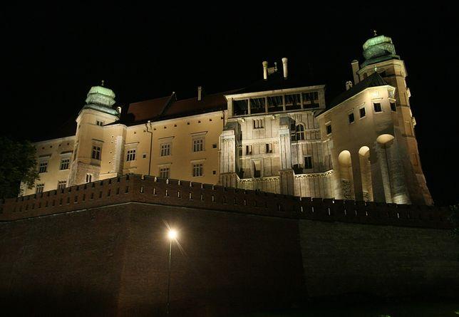 Film Tomasza Sekielskiego miał być wyświetlany na murach Wawelu