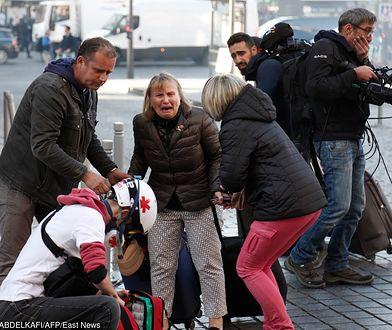 """Francja: """"Żółte kamizelki"""" protestują w Paryżu."""