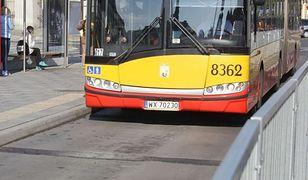 """Jego dzieci płakały i krzyczały w autobusie. """"Kierowca zatrzymał się na przystanku i kazał nam wysiąść"""""""