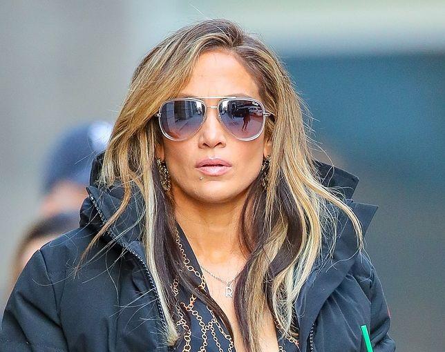 Jennifer Lopez wie, jak podkreślić sylwetkę. 49-latka wygląda rewelacyjnie