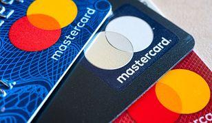 Płatność kartą wydaje się nam bezpieczniejszym sposobem (zdj. ilustracyjne).