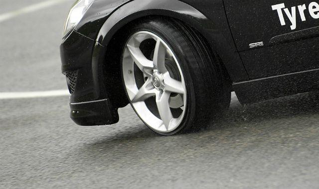 Zadbaj o opony, bo to ważne dla kierowcy i pasażerów