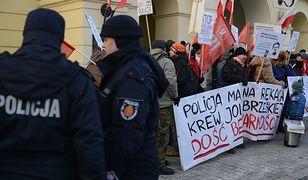 Protest przed komendą