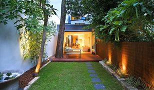 Oświetlenie zewnętrzne domu i ogrodu. Podpowiadamy, jakie wybrać