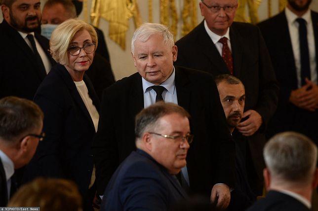 Jarosław Kaczyński spóźniony na prezydencką uroczystość. Politycy komentują zachowanie