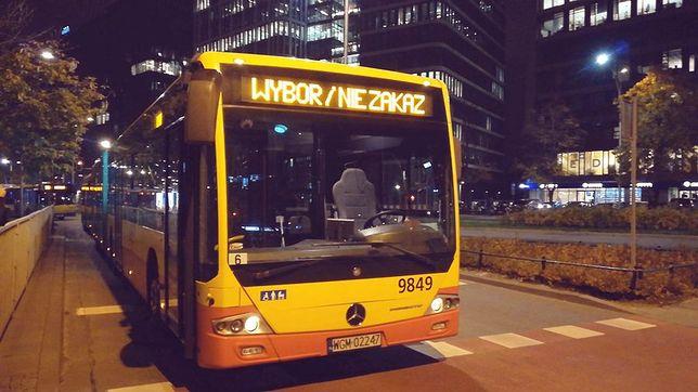 Protesty w Warszawie. Do protestu przyłączył się kierowca autobusu
