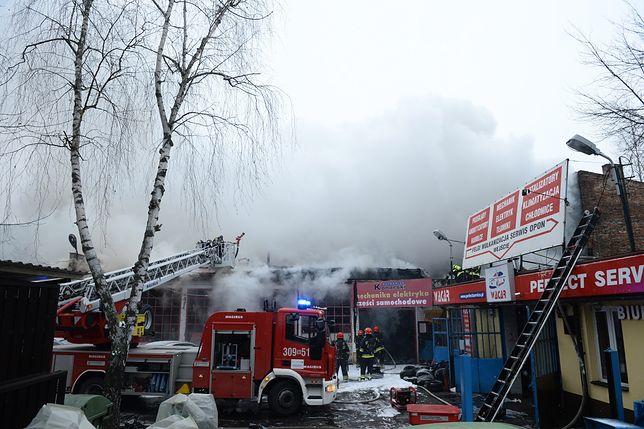 Warszawa. Ogromny pożar warsztatu