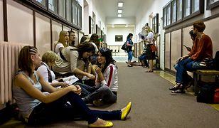 Warszawa. Pomoc psychologiczna dla uczniów i nauczycieli w czasie pandemii