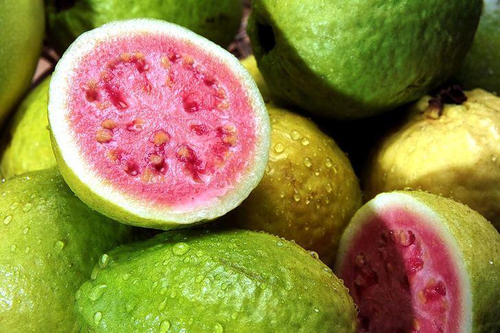 Zalety jedzenia gujawy