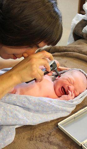Czy wiesz, w jaki sposób może objawiać się zapalenie ucha u noworodków?