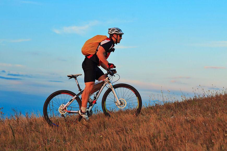 Jazda na roweż meoże wpływać na zapalenie rozcięgna podeszwowego